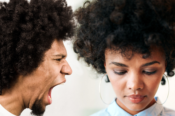 A man screams at a woman who is remaining calm - A narcissist craves drama. Defeat them with the Grey rock method - Healing Arts Institute of South Florida.